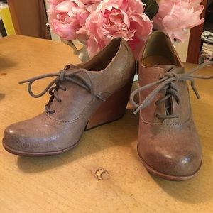 Kork-Ease Chianne Taupe Distressed Oxfords 35.5 5